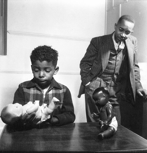 Dr. Kenneth B. Clark conducting the Doll Test (Harlem, New York, 1947) © Gordon Parks